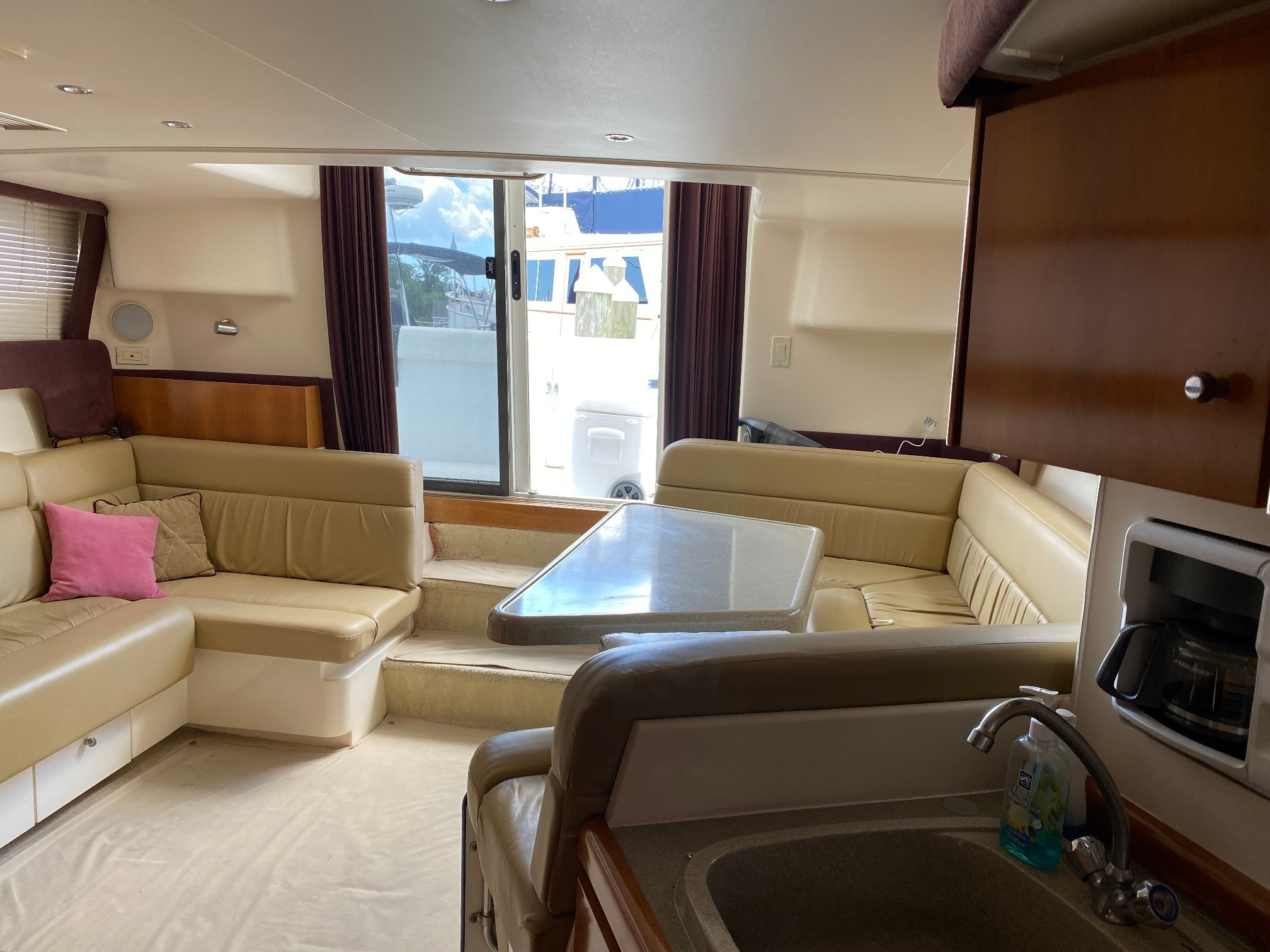 Used Power Monohull for Sale 2001 350 Mariner Layout & Accommodations