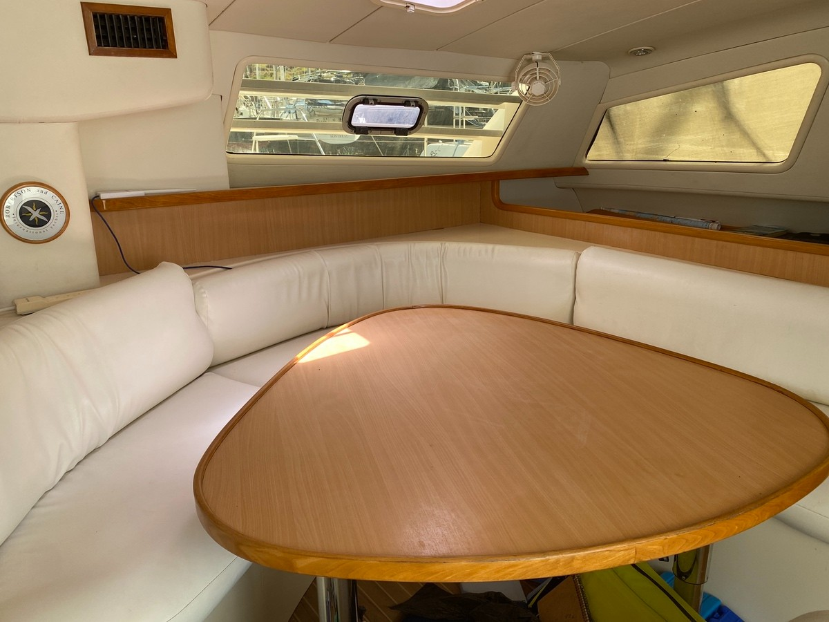 Used Sail  for Sale 2004 Leopard 47 Layout & Accommodations