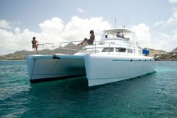 Preowned Power Catamarans for Sale 2006 Powerplay 52 Boat Highlights