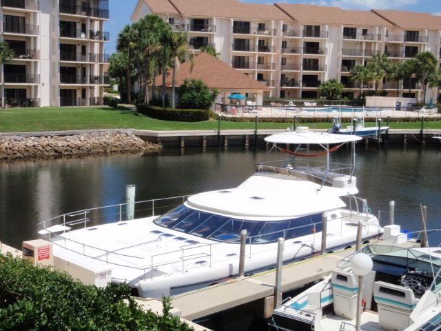 Preowned Power Catamarans for Sale 2005 Prowler 450 Boat Highlights