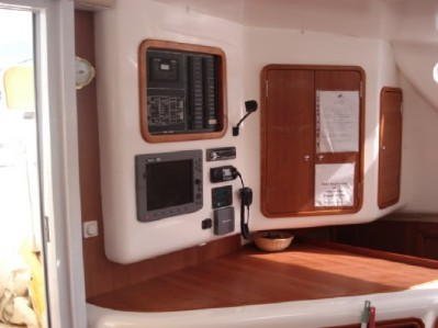 Preowned Sail Catamarans for Sale 2005 Dean 440 Electronics & Navigation