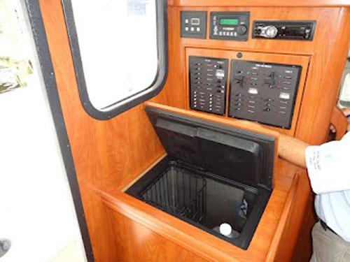 Preowned Sail Catamarans for Sale 2011 Gemini 105Mc Electronics & Navigation