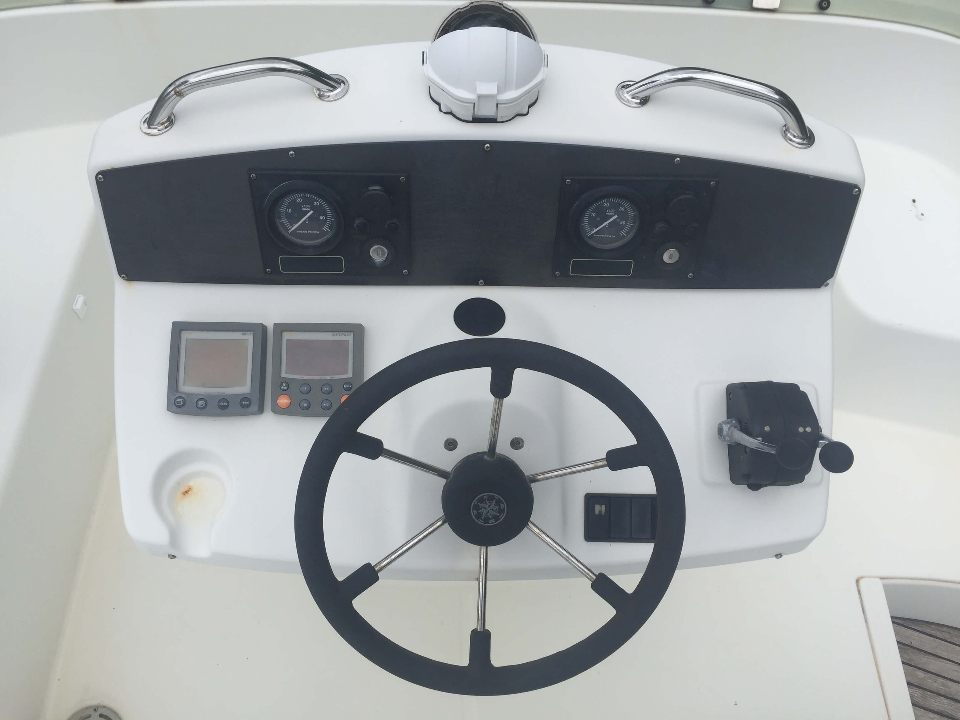 Used Power Catamaran for Sale 2004 Lagoon 43 Power  Electronics & Navigation
