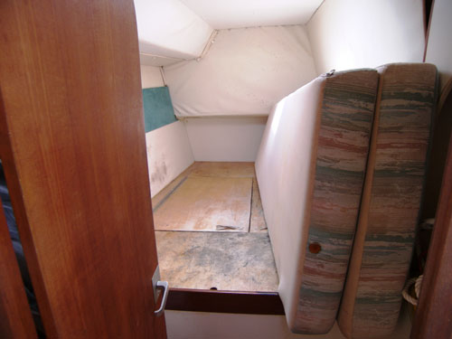 Preowned Sail Catamarans for Sale 1993 Lagoon 37 Layout & Accommodations