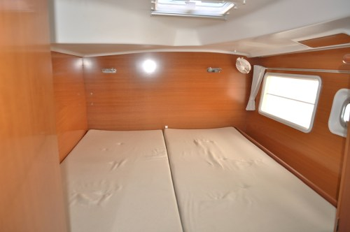 Preowned Sail Catamarans for Sale 2007 Lagoon 380 S2 Layout & Accommodations