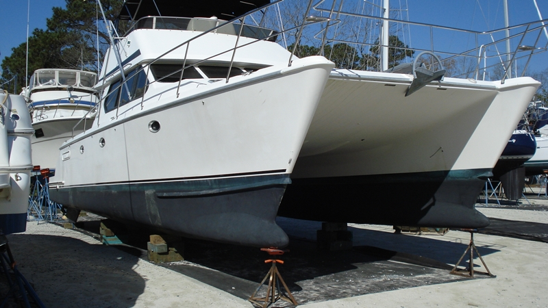 Preowned Power Catamarans for Sale 2000 Venture 44 Boat Highlights