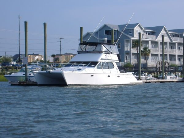 Used Power Catamaran for Sale 2000 Venture 44 Boat Highlights