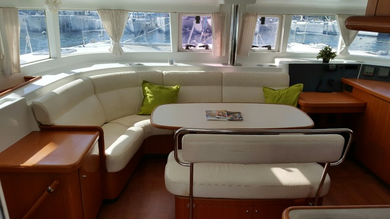 Used Sail Catamaran for Sale 2006 Lagoon 440 Layout & Accommodations