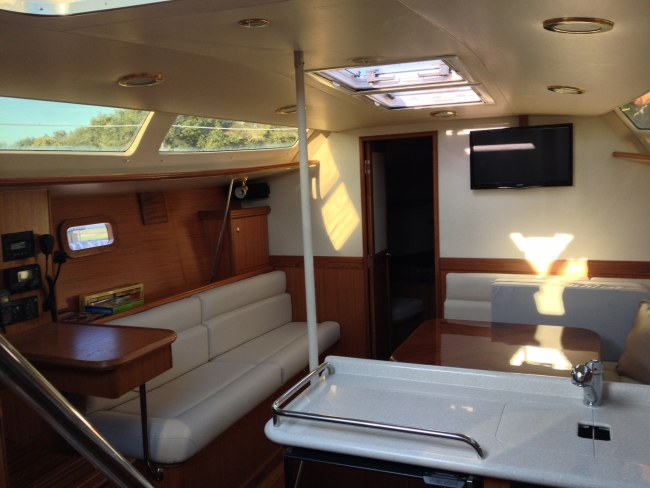 New Sail Monohull for Sale 2014 Hunter 37 Layout & Accommodations