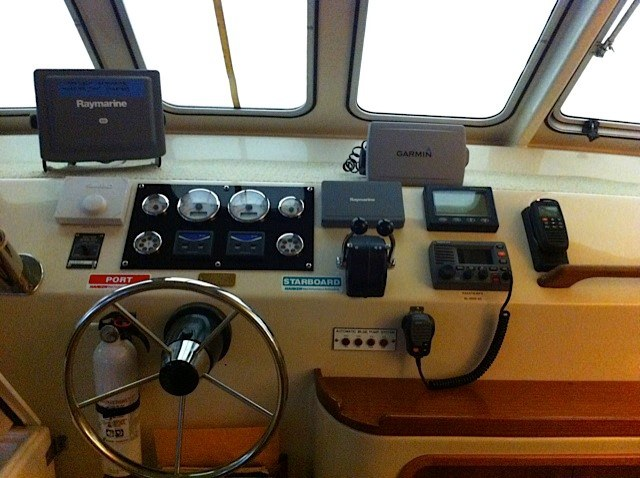 Preowned Power Catamarans for Sale 2006 Scimitar 1010 Electronics & Navigation