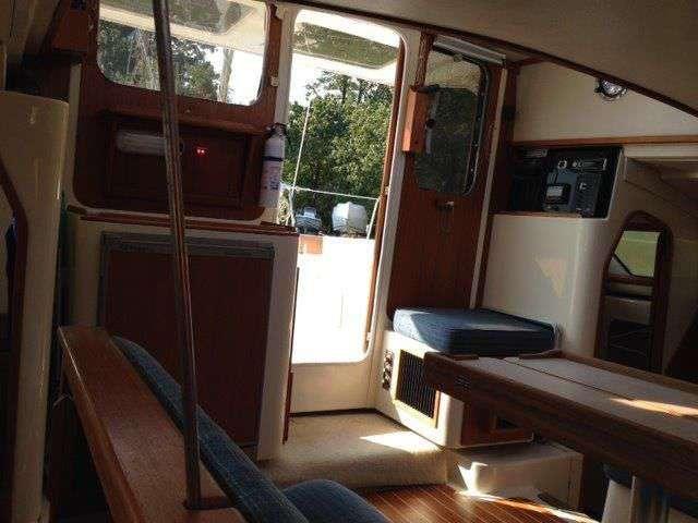 Used Sail Catamaran for Sale 1997 Gemini 105M Layout & Accommodations