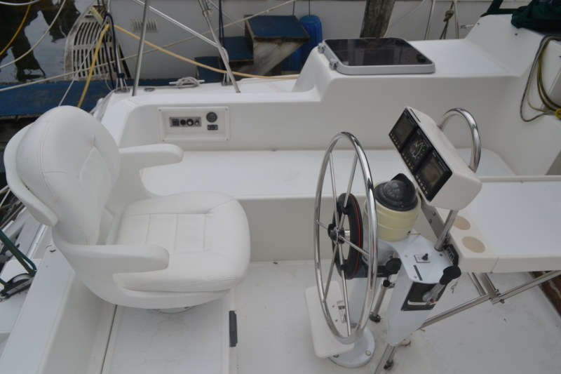 Preowned Sail Catamarans for Sale 1992 Endeavourcat 30 Deck & Equipment