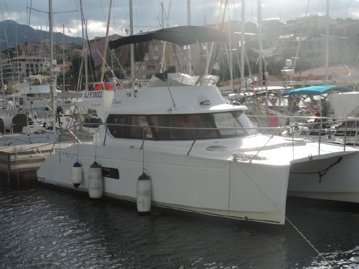 Used Power Catamaran for Sale 2009 Highland 35 Boat Highlights