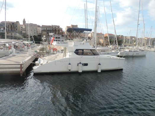 Used Power Catamarans for Sale 2009 Highland 35 Boat Highlights