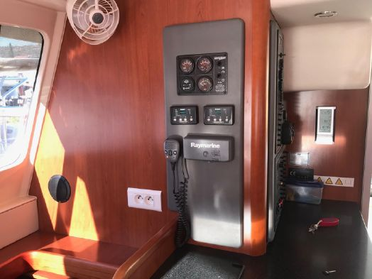 Used Power Catamaran for Sale 2012 Leopard 39 PC Electronics & Navigation
