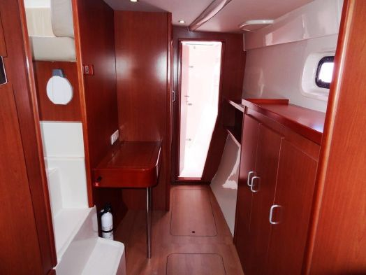 Used Power Catamarans for Sale 2012 Leopard 39 PC Layout & Accommodations