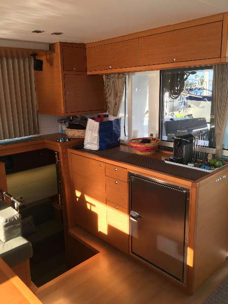 Used Sail Catamaran for Sale 2015 Lagoon 450 Layout & Accommodations