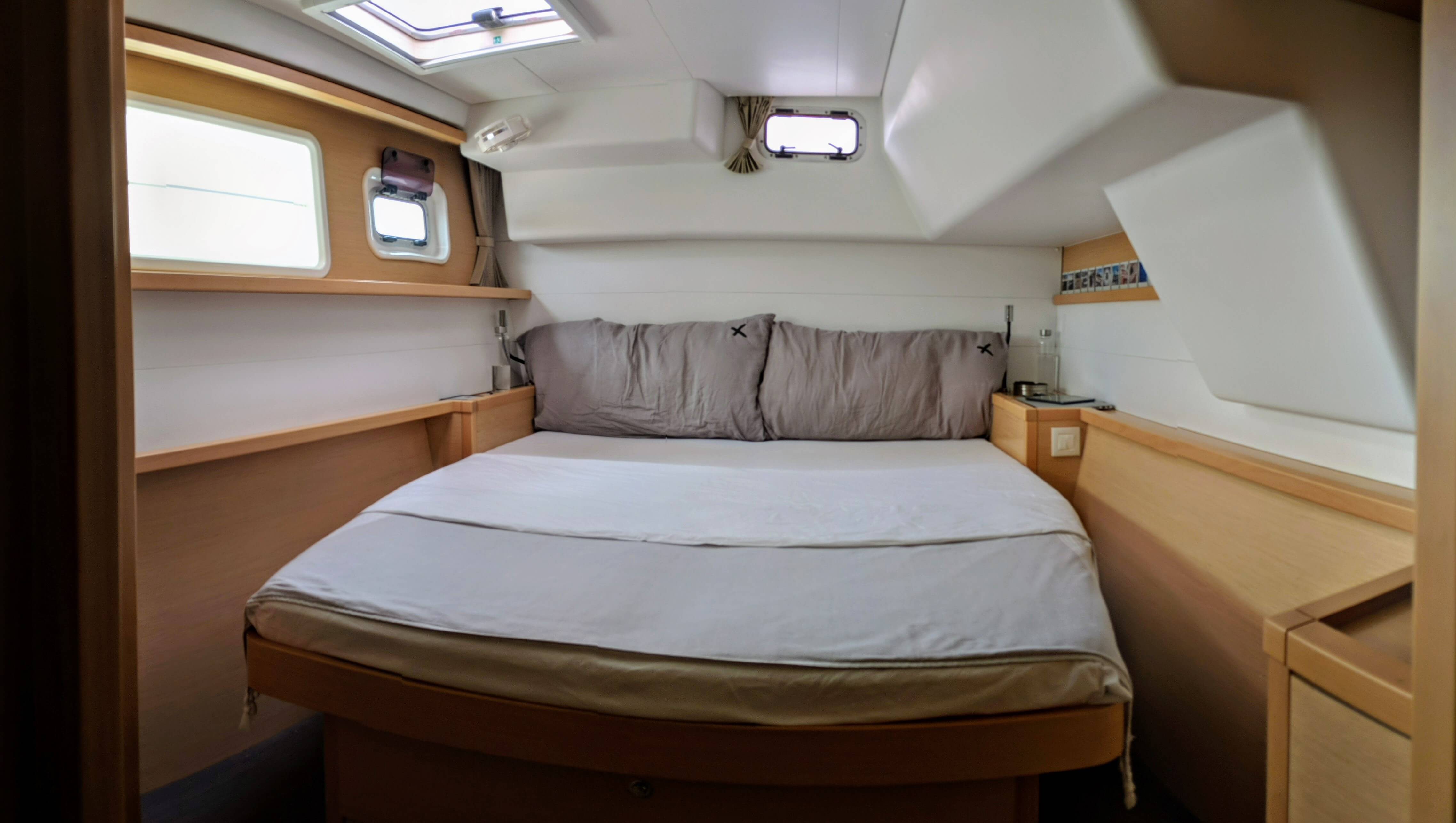 Used Sail Catamaran for Sale 2014 Lagoon 450 Layout & Accommodations
