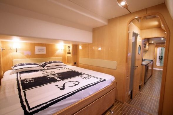Used Sail Catamaran for Sale 2006 Privilege 585 Layout & Accommodations