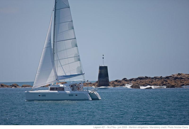 Lagoon 421 sailing