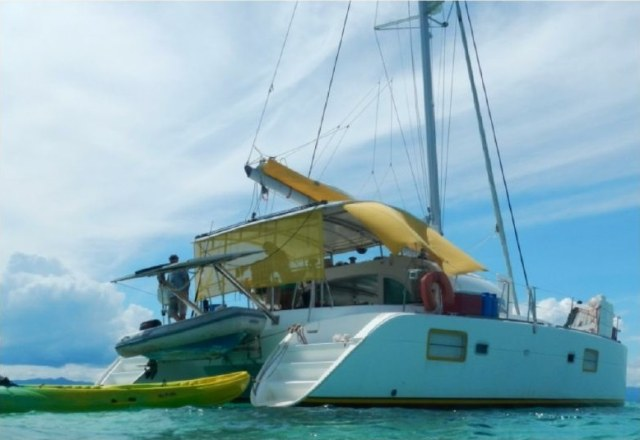 Catamarans BIPBIP, Manufacturer: LAGOON, Model Year: 2006, Length: 37ft, Model: Lagoon 380, Condition: USED, Listing Status: Catamaran for Sale, Price: USD 220000