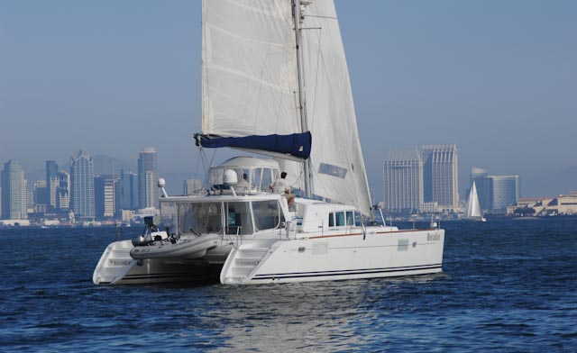 Catamarans MOONSPINNER, Manufacturer: LAGOON, Model Year: 2004, Length: 44ft, Model: Lagoon 440, Condition: USED, Listing Status: Catamaran for Sale, Price: USD 399000