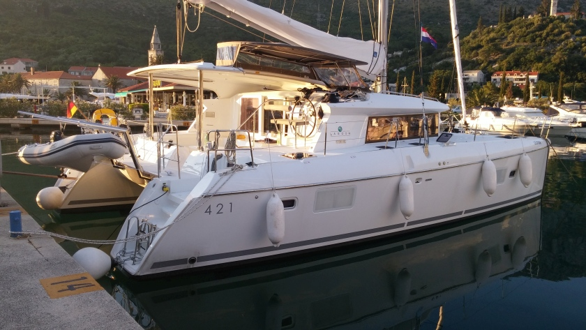Catamaran for Sale Lagoon 421  in France NO NAME  Preowned Sail