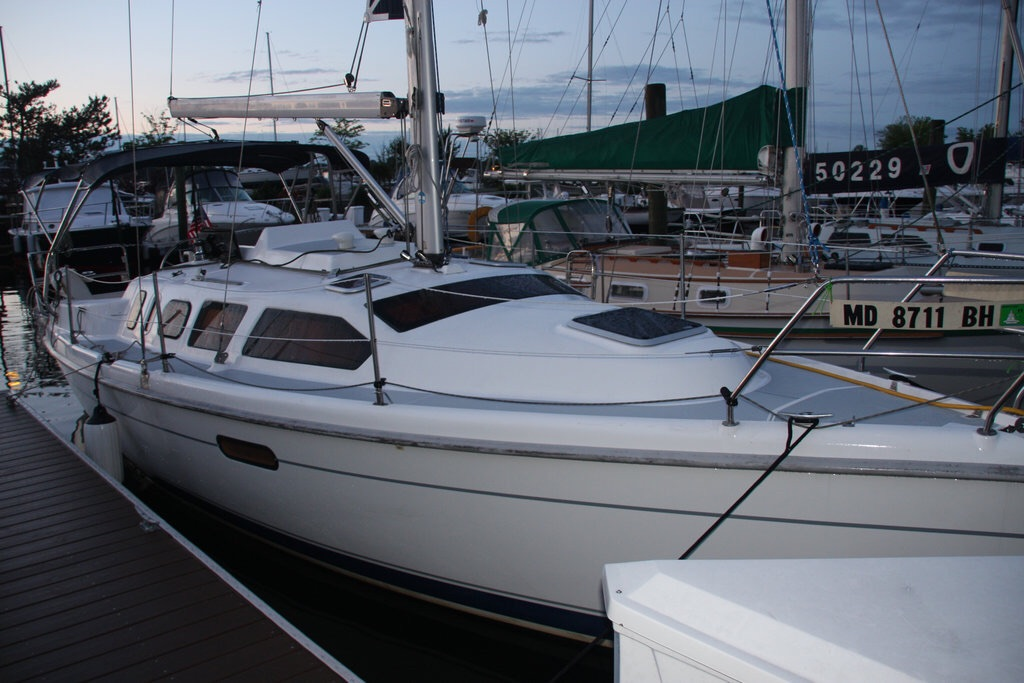 Preowned Sail Catamarans for Sale 2000 Hunter 310